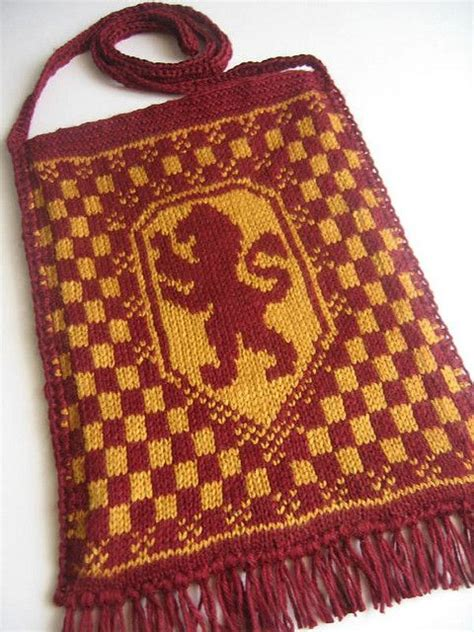 harry potter knitting patterns harry potter knit house crest bags featured gryffindor