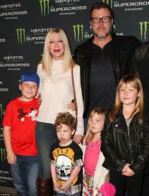 Backyard Bathtub Tori Spelling Is On The Move Again With Dean Mcdermott And