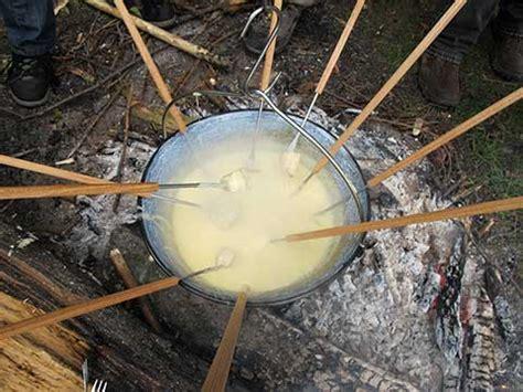 kochkessel f r feuerstelle gulaschkanone kochkessel und waldfondue
