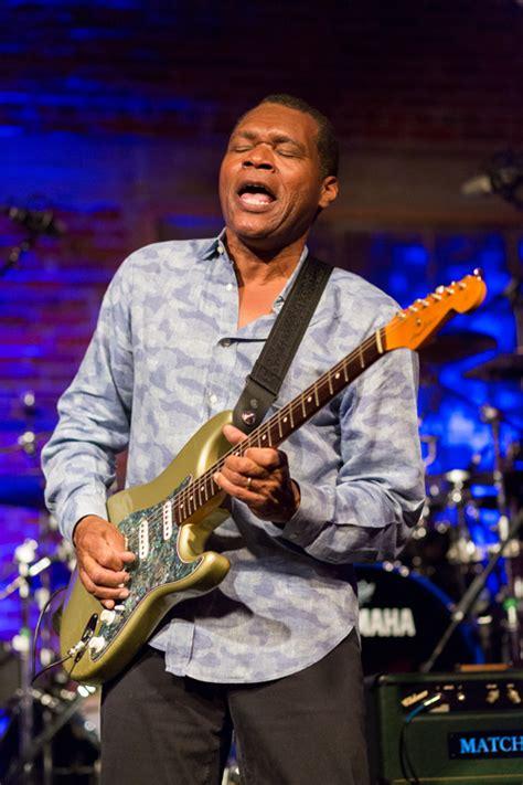 blues legend robert cray returns cascade blues association