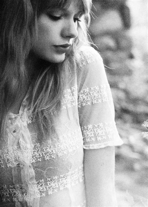 taylor swift black and white taylor swift black and white google search beautiful