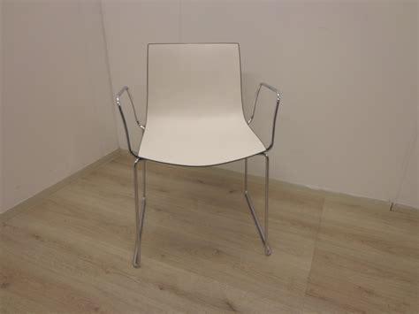 catifa 46 bureaustoel arper catifa 46 stoel bruin wit met sledeframe