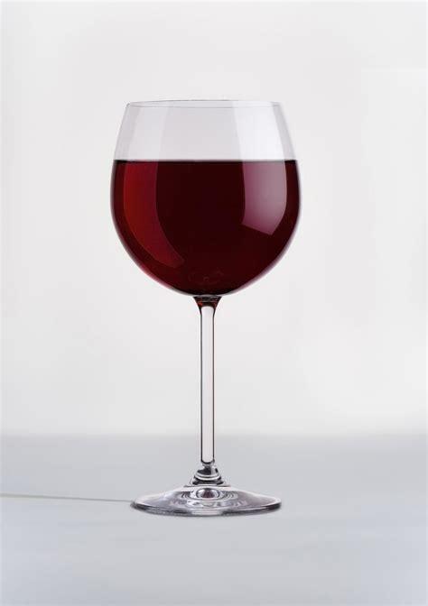 bicchieri vino rosso alimentazione contro il tumore alcool e vino rosso