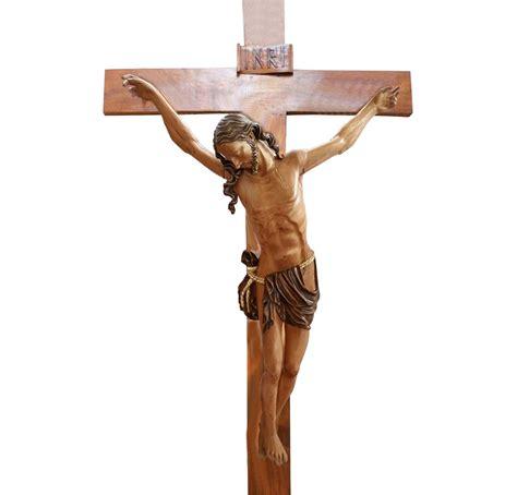 imagenes religiosas jesus crucificado cristo talla madera de cedro su color cristos santarrufina