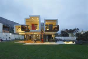 home architecture unusual cantilevered home in la planicie lima