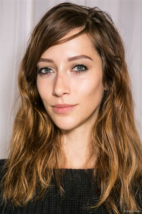 barely shoulder length hairstyles minimalist hairstyles barely there waves
