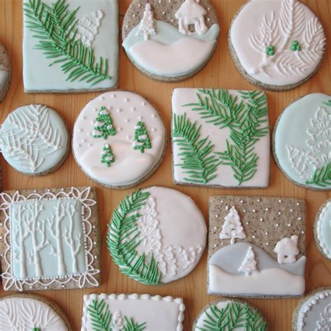pictures of decorated christmas cookies using royal icing sugar cookies with royal icing happy holidays