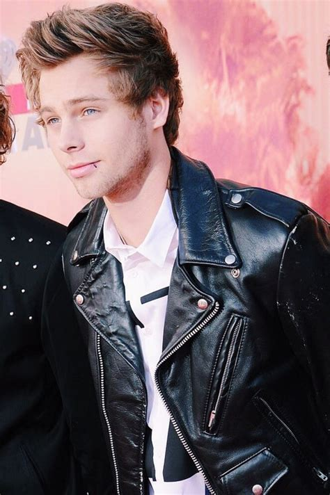 luke hemmings favorite color 5sos luke hemmings image 3499786 by