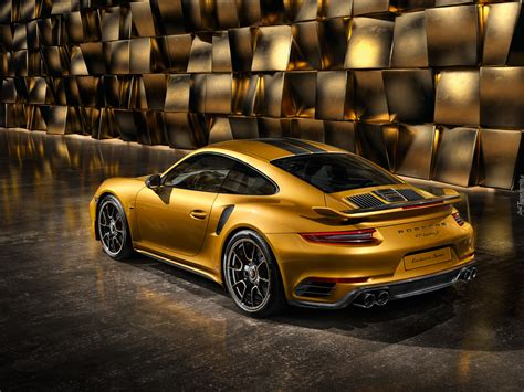porsche exclusive series porsche 911 turbo s exclusive series w złotym kolorze