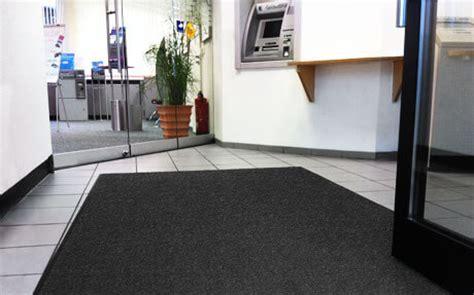 teppich mit gummirand schutzmatten teppiche raumgestaltung f 252 r b 252 ro wohnen