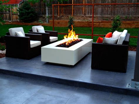 Modern Fire Pit On Smooth Finish Concrete Patio Contemporary Firepit