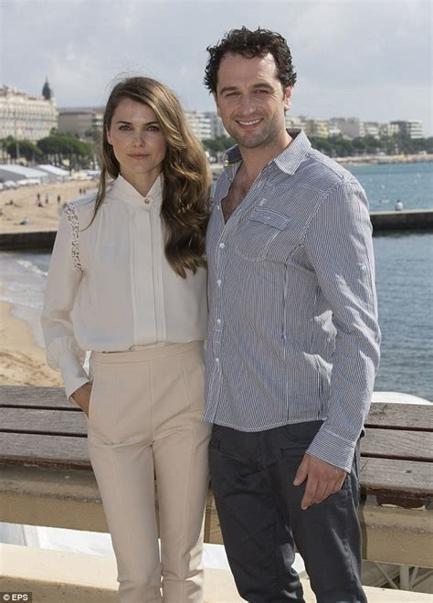 matthew rhys is married to keri russell expecting a baby with americans costar
