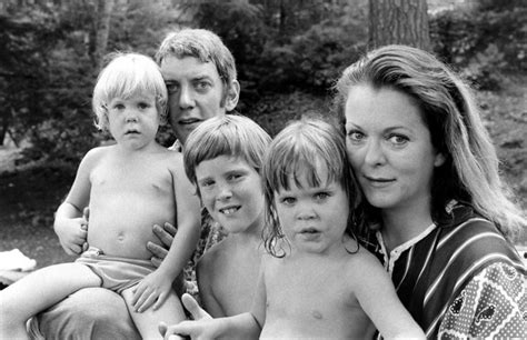 donald sutherland photos of the actor and his family 1970