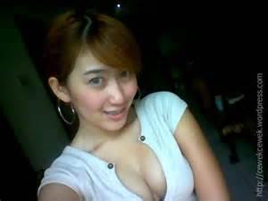 toket nyembul cewek cantik friendster facebook indonesia