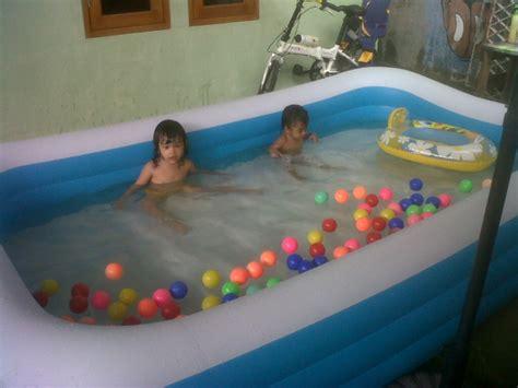 Kado Mainan Kolam Bermain Mandi Perosotan Anak Maian Tiup Mandi Baby jual kolam renang anak model dipompa muat 4 orang panjang