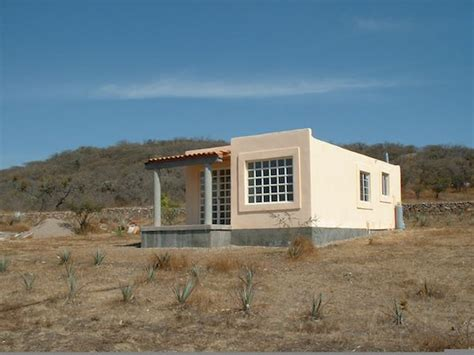 Efficient and Durable Little House with a Touch of Zen
