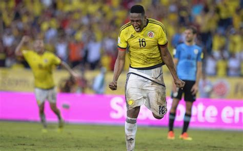 yerry mina colombian yerry mina reaches a pre agreement with fc barcelona