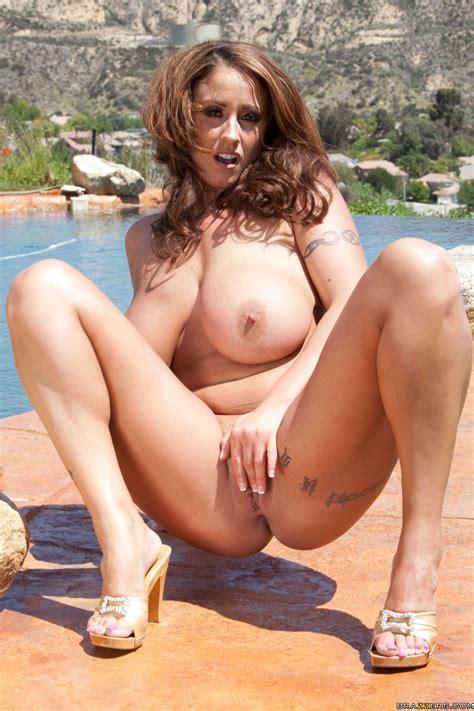 Voluptuous Woman Is Posing Naked In Mykonos Photos Eva