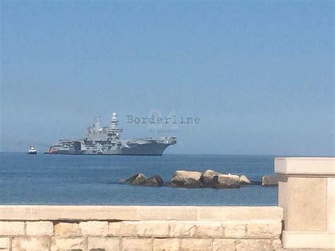 nave portaerei e arrivata nel porto di bari la portaerei cavour la si