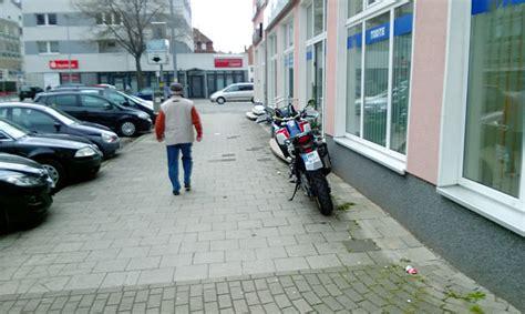 Parken Mit Motorrad by Wo D 252 Rfen Motorradfahrer Parken