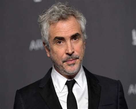 alfonso cuaron and roma roma director alfonso cuaron to receive sonny bono