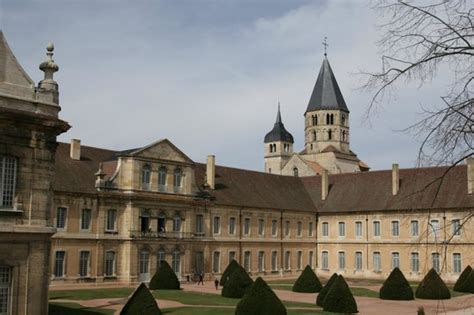 Vue de l'abbaye de Cluny depuis le Farinier