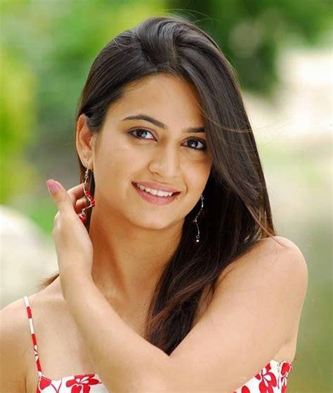 deepika padukone kiss actress kriti kharbanda latest