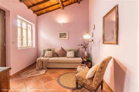 ide warna dinding latar sofa ruang tamu  indah
