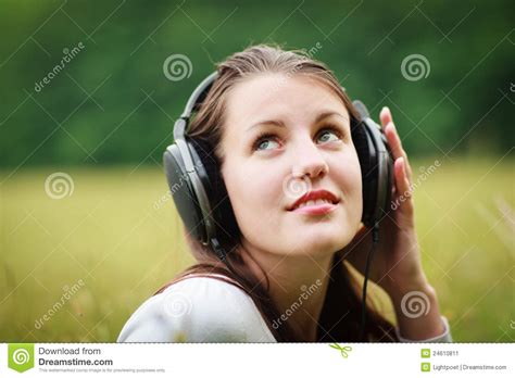 pretty woman mp3 pretty young woman listening to music stock image image