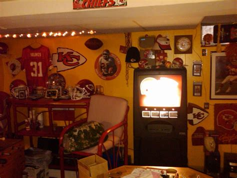 inside decor and design kansas city lots of decorating tips for your next chiefs room arrowhead pride