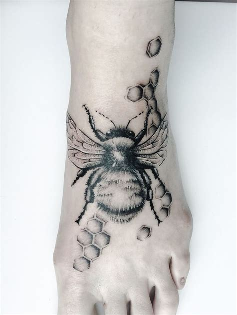 tattoos by bee best 25 bumble bee ideas on bee