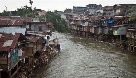 pemerintah dki  beli lahan  bantaran sungai metro