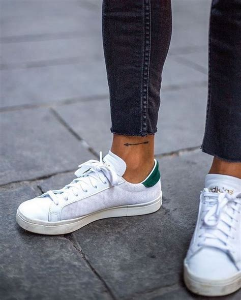 tatuaggio caviglia interna tatuaggi alla caviglia per uomo idee immagini e