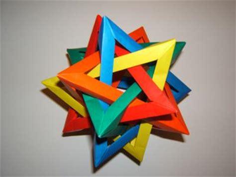 Tetrahedron Origami - 5 intersecting tetrahedra