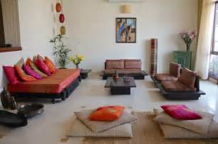 how to decorate living room in indian style 25 best ideas about indian living rooms on