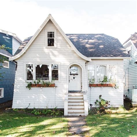White Cottage by 25 Best White Cottage Ideas On
