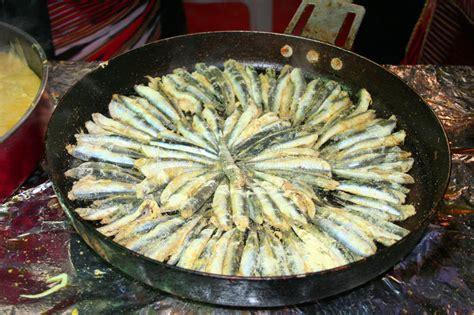 pesci da cucinare pesci pronti da cucinare in vaschetta immagine stock