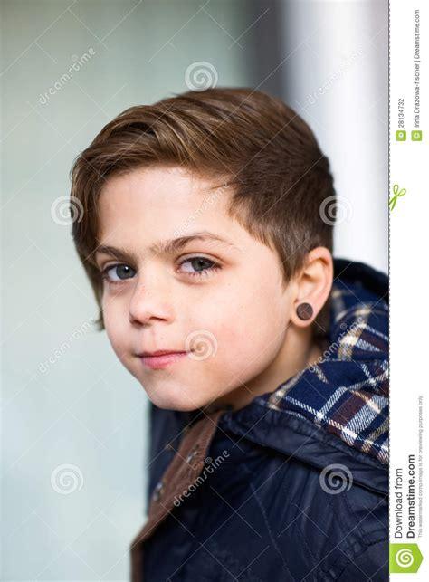 da ragazzo ragazzo con l orecchino fotografia stock immagine di