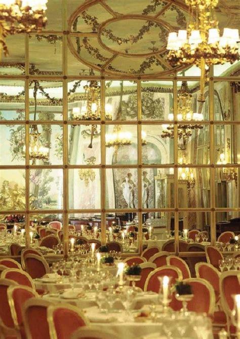 magnificent christmas decoration  hotel ritz london