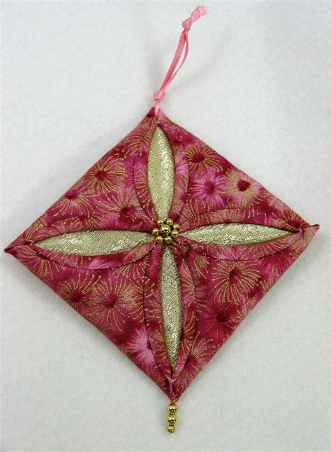 quilted christmas ornament cathedral window 601