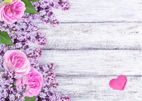 imagenes de rosas lilas flores lilas con rosas y dos corazones en tablas de madera