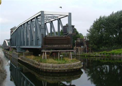 barton swing aqueduct barton swing aqueduct 169 ray folwell cc by sa 2 0