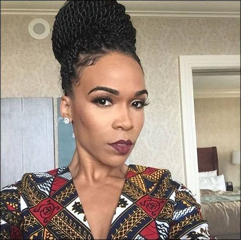 howbto put hair in bun senegalease twists michelle williams senegalese twists hair pinterest