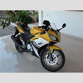 Yamaha R15 Yell...