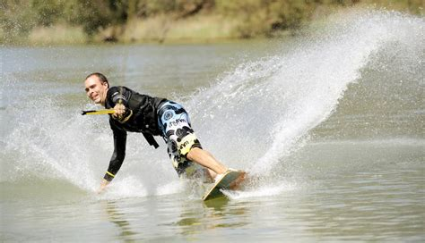 wake boat ban murray river wakeboarders rise up over plan to trial murray river ban