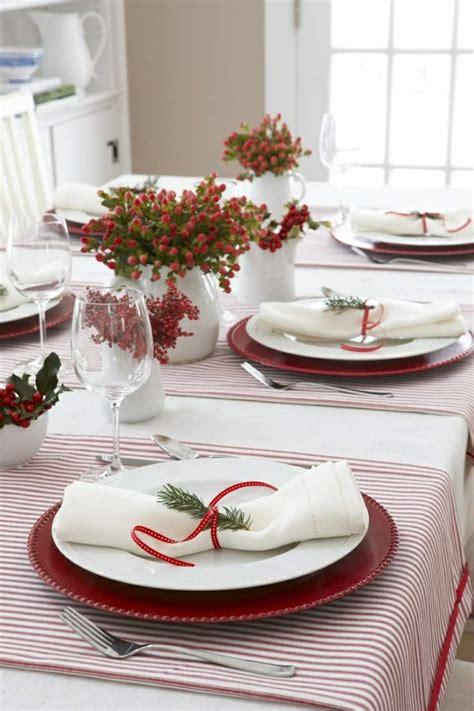 table noel blanc r 233 ussir sa d 233 coration table de no 235 l et blanc