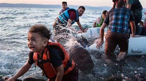 refugee crisis europe boat mayor robertson wants vancouver to become a sanctuary for