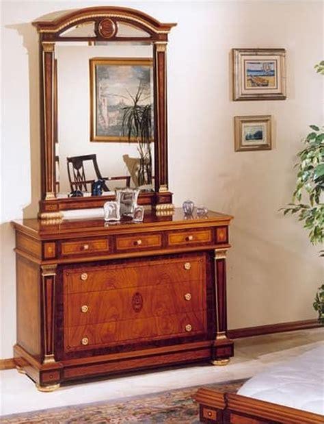 spiegel im speisesaal klassischer luxus doppelbett aus holz f 252 r schl 246 sser