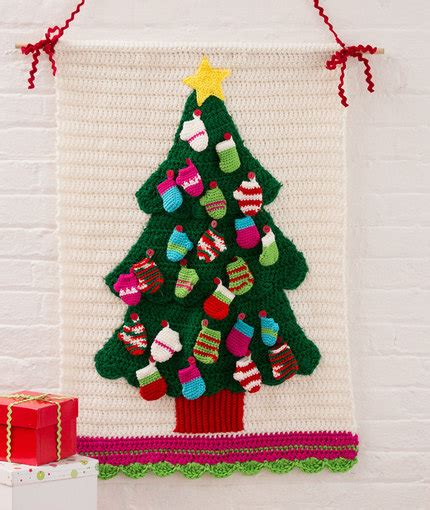 christmas tree wallhanging pattern christmas tree wall hanging red heart