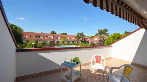 appartamenti con piscina bibione villaggio aceri bibione vendita appartamento trilocale con